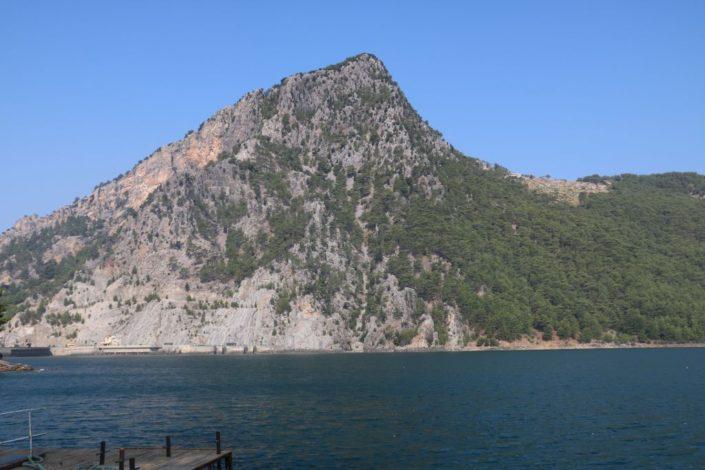 Berg am Stausee am Fluss Manavgat