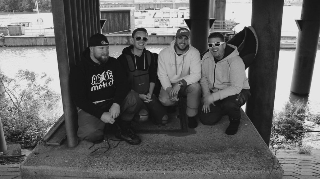 Die Crew: Belly Boat Angeln Hamburg